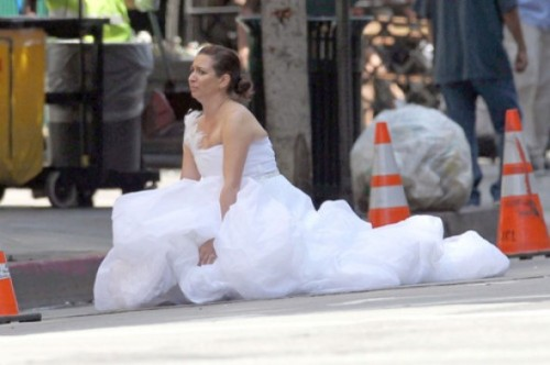 bridesmaids-poop-in-street-scene